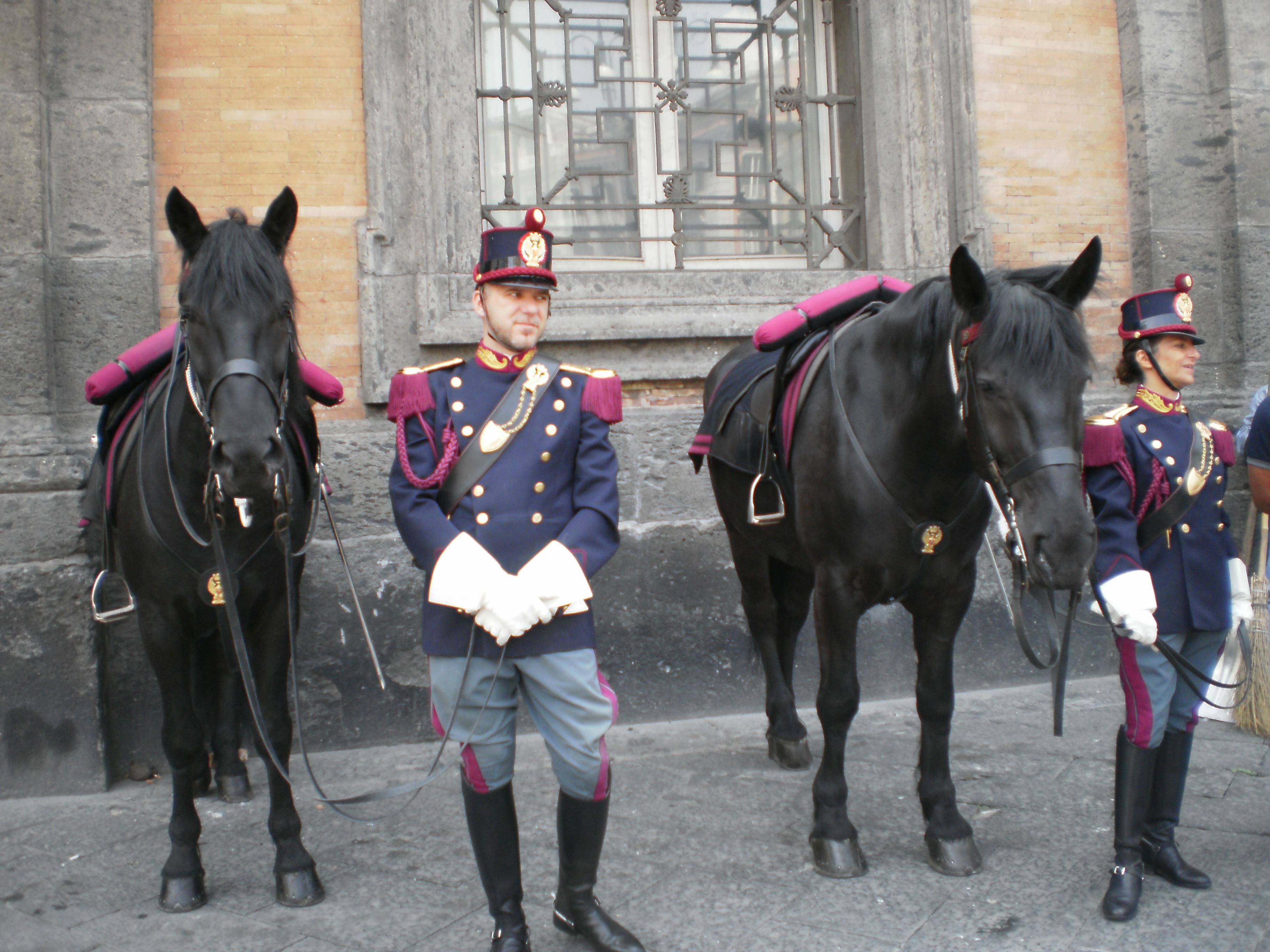 Napoli festeggia il 159esimo anniversario della polizia di for Polizia di stato napoli permesso di soggiorno