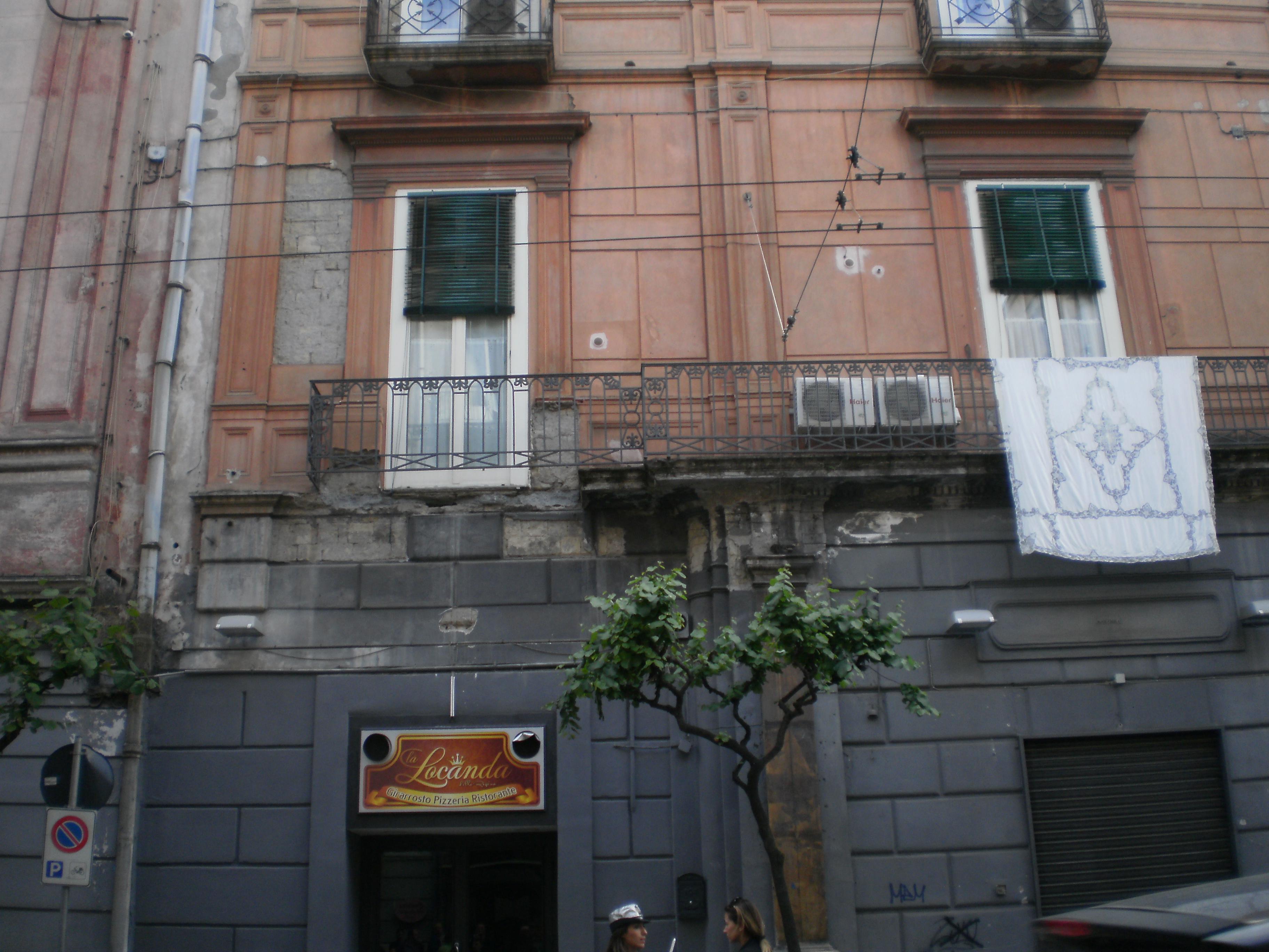 Portici crollo balcone