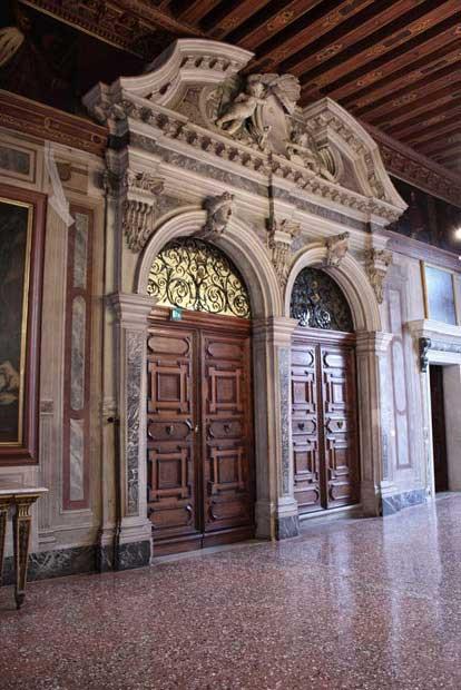 Palazzo Mocenigo - porte in radica