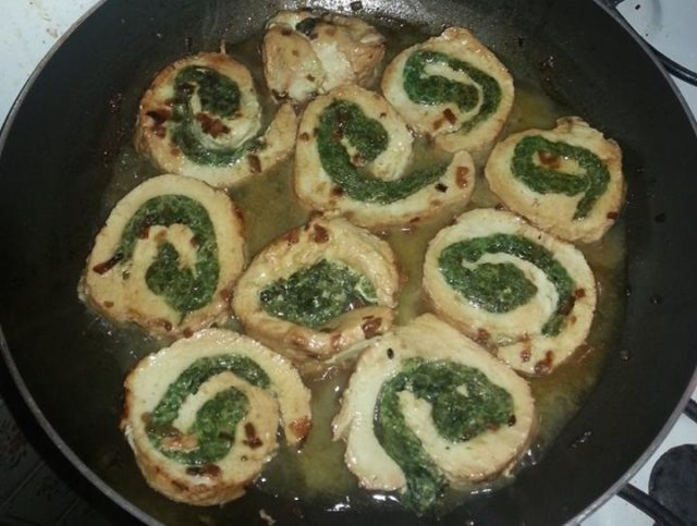 Involtini di pollo con frittata di spinaci