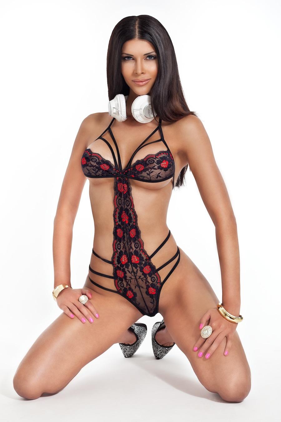 Micaela Schafer bellissima e super sexy dj e modella tedesca