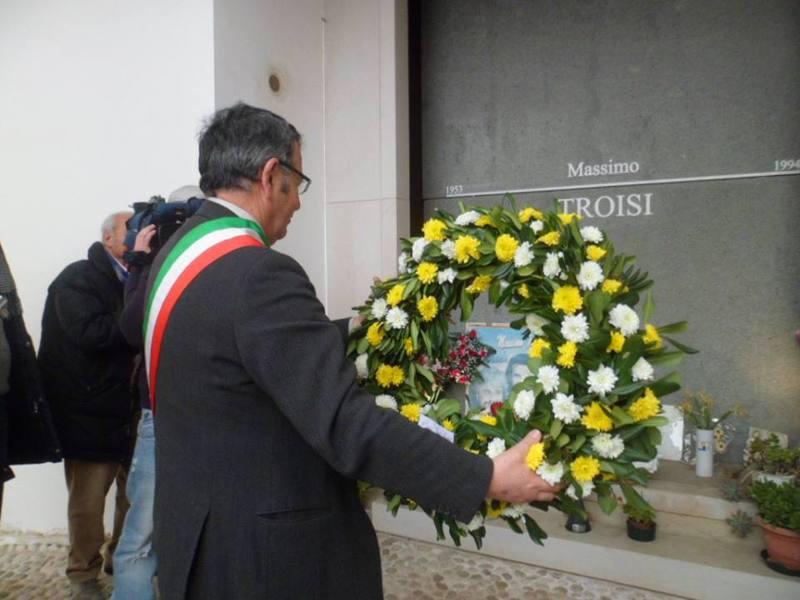 Sindaco di San Giorgio a Cremano commemora Massimo Troisi