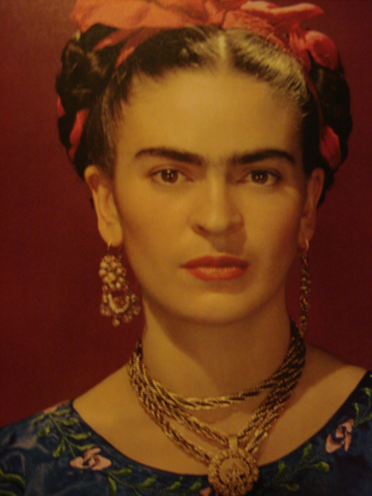 FRIDA Kahlo ritratta in una foto di Nickolas Muray