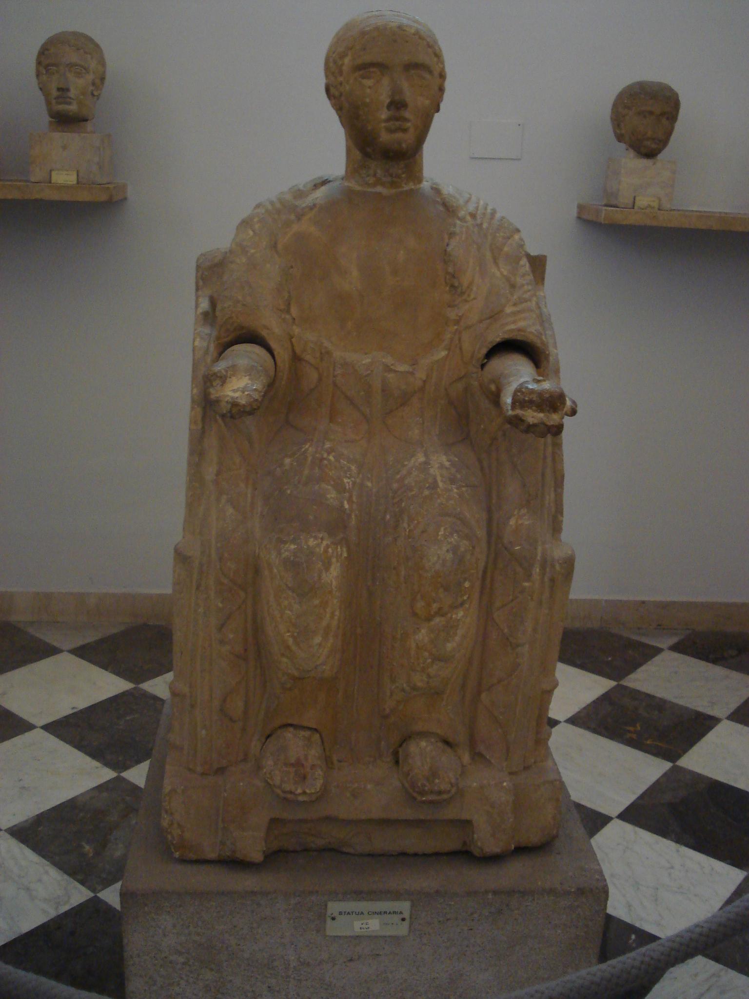 statua cineraria etrusca Proserpina