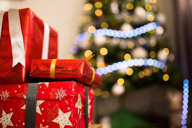 Regali ed Albero di Natale - Buone Feste