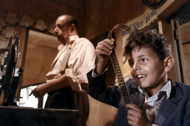 Nuovo Cinema Paradiso, film con Philippe Noiret e Salvatore Lo Cascio