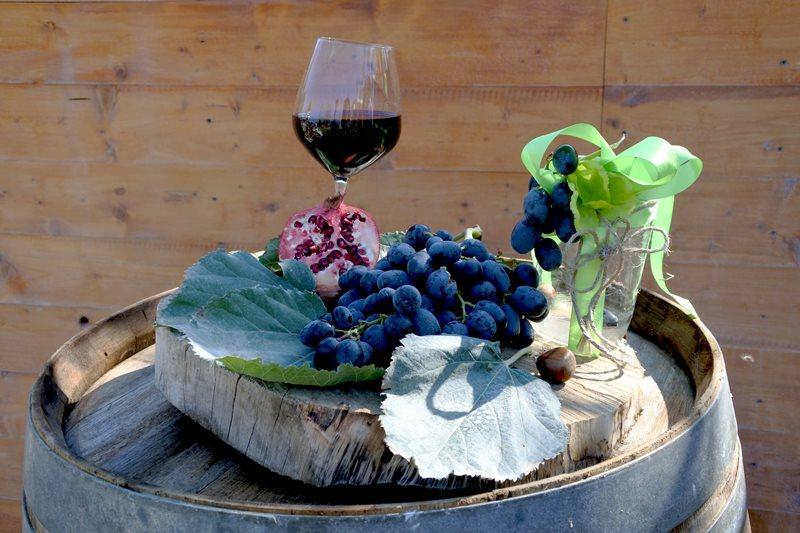 botte e calice di vino