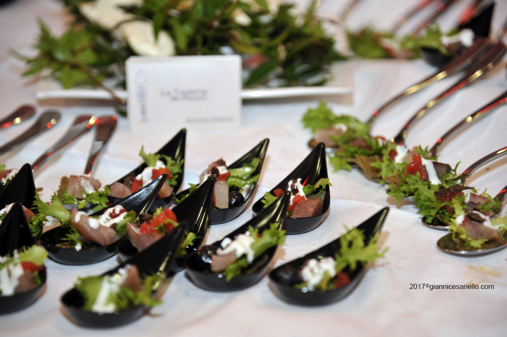 Ricciola marinata con scarola frutti rossi e mozzarella nella mortella - chef Davide Mea - Taverna del Mozzo - Marina di Camerota