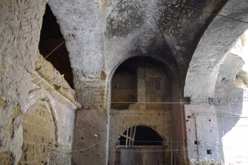 cortile palazzo Donn'Anna 1
