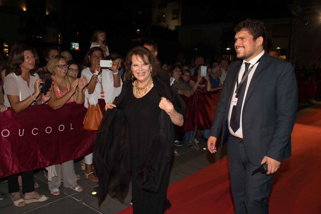 Claudia Cardinale sul red carpet del Social con Giuseppe Alessio Nuzzo