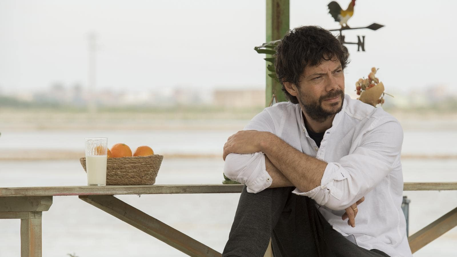 Stasera in tv Il Molo Rosso con Alvaro Morte