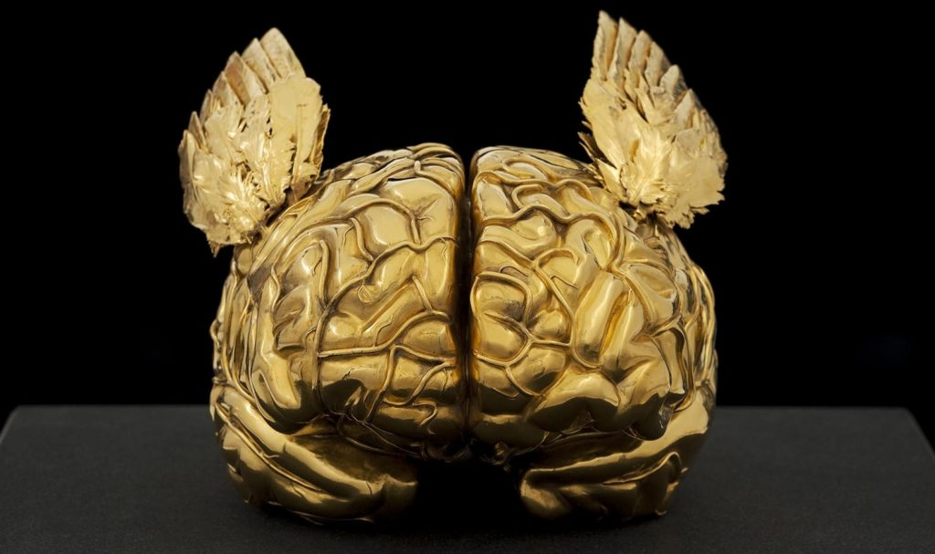 Jan Fabre al Museo di Capodimonte con Golden Human Brain with Angel Wings