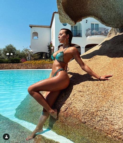 Ludovica Pagani in bikini bellissima in Sardegna - Instagram